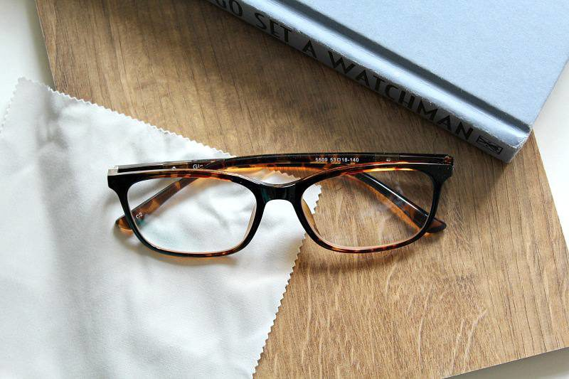 Fashion Glasses Frames. The selection for a frame is based on how it will affect the appearance of the wearer, many people like to wear eyeglasses as a style accessory, not only for vision correction.